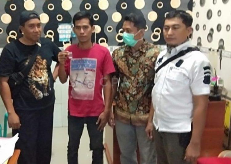 Pemakai narkoba yang berhasil diringkus Polsek Tlanakan. (Foto: Mery/malangpagi.com)